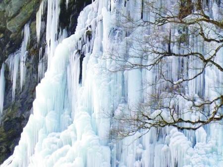 世界级冰瀑布——虎牙平沟冰雪世界二日游